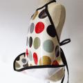 tablier-enfant-cuisine-peinture-ou-repas-pastilles-rouge-kaki-biomome-et-bomino-profil