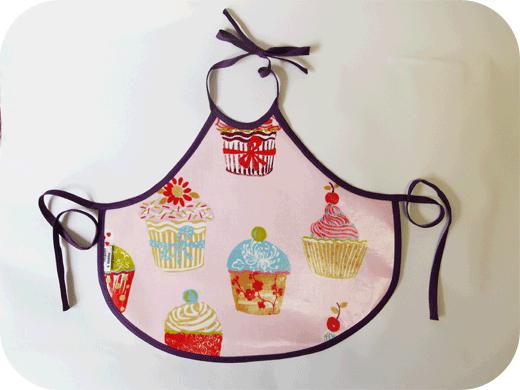 tablier-enfant-tissu-enduit-biomome-et-bomino-cupcakes-1-3