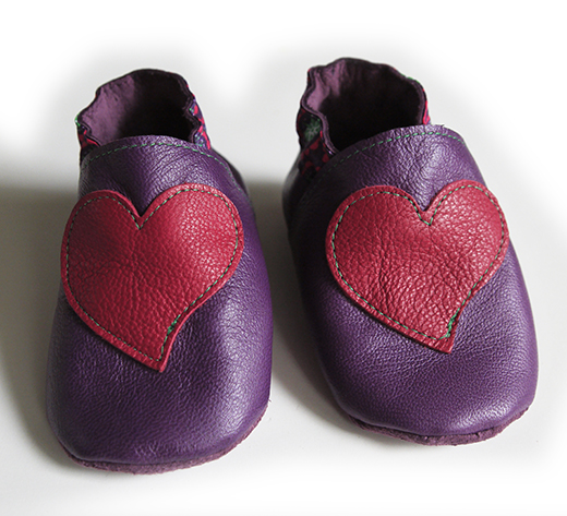 chausson cuir violet coeur fuchsia tapioca fuchsia biomome et bomino face