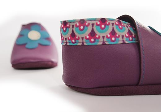 chausson cuir violet fleur paon lagon biomome et bomino detail
