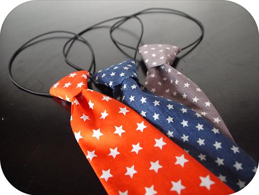 cravate etoile orange jean grise biomome et bomino