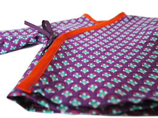détail cache-coeur coton paon violet biomome et bomino