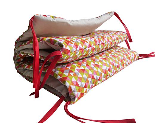tour de lit motif géométrique carotte anis biomome et bomino