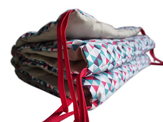 tour de lit motif géométrique framboise biomome et bomino 2