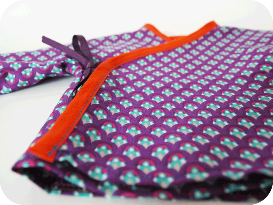 détail-cache-coeur-coton-paon-violet-biomome-et-bomino